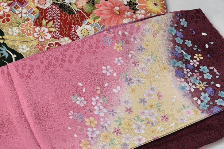 桜・牡丹紅葉柄の振袖