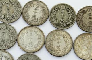 竜五十銭銀貨をまとめて