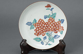 柿右衛門様式色絵牡丹文皿