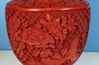 堆朱 花瓶「菊 牡丹」