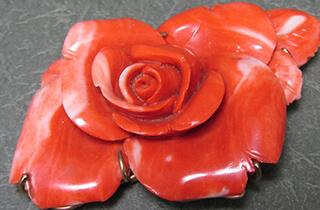 赤珊瑚 花彫刻 帯留め