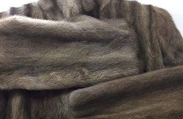 エンバ ロングコートなど毛皮製品数点